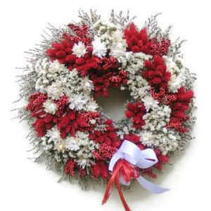 Piros-fehér szárazvirág koszorú