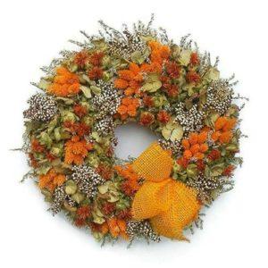 Narancs árnyalatú szárazvirág koszorú