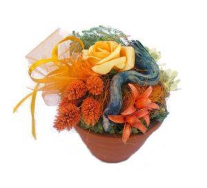 Szárazvirág asztaldísz cserépben, barack színű rózsával