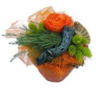 Szárazvirág asztaldísz narancs színű rózsával